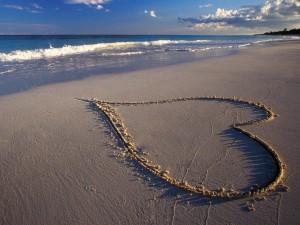 Heart In Beach Love Wallpaper